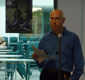 David Thorpe asking questions in the 2008 Lewisham Schools Book Quiz